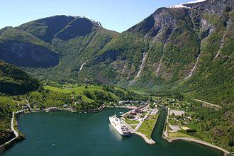 Cruiseskipstrafikken og annen skipsfart med turister inn i fjordene bringer med seg mye luftforurensning.