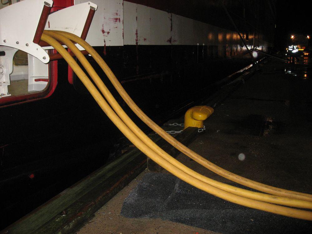 MS Oslofjord er koblet på landstrøm i Sandefjord. Enova sørger for at flere havner kan legge til rette for landstrøm slik at skipene kan koble ut generatorene ved kai.