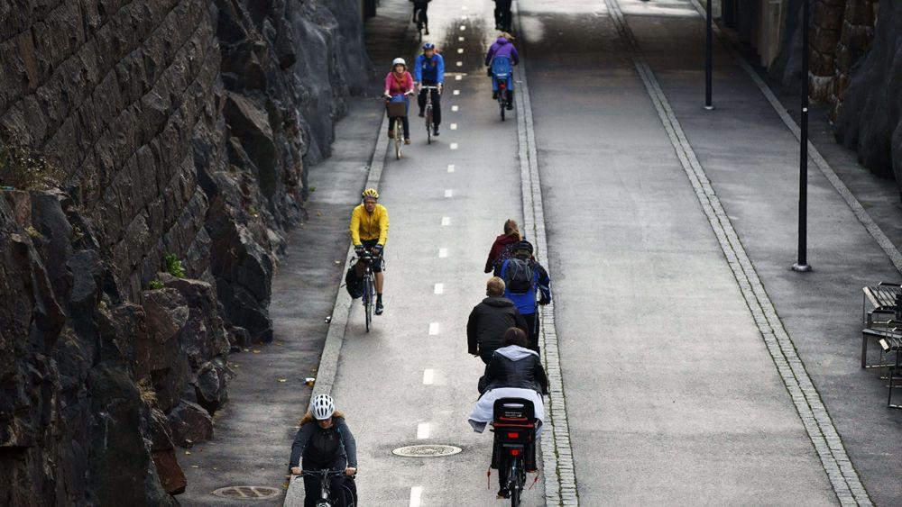Morgentrafikk langs Baana, en av Helsingfors' sentrale sykkel- og gågater. Nå har forskere undersøkt hvordan byen kan løse transportutfordringene uten privatbiler.