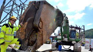 «Hulken» har Norges største hydrauliske saks. Den tygger gamle oljeplattformer