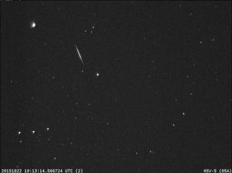 Stjerneskudd fra Orionidene tatt av kamera på NASAs Marshall Space Flight Center.