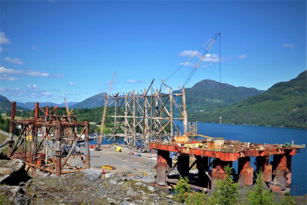 Installasjonene fra Murchison-feltet og Janice-plattformen ligger klar til opphogging ved basen i Vats hvor AF Decom fjerner og gjenvinner utrangerte olje- og gassinstallasjoner.