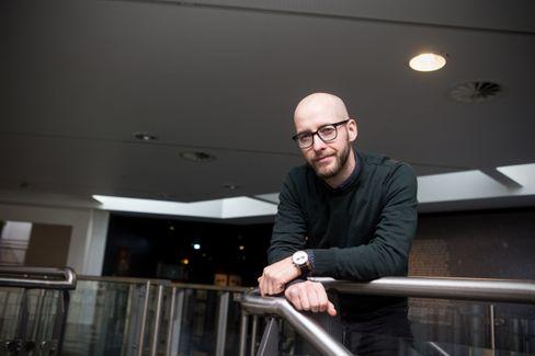 DNBs oppstartsekspert Erik Larsen presset guttene til å utfordre seg selv.