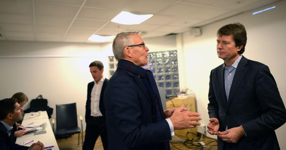 En fornøyd Polaris-investor Erik Must diskuterer med konsernsjef Per Axel Koch i oktober 2017.