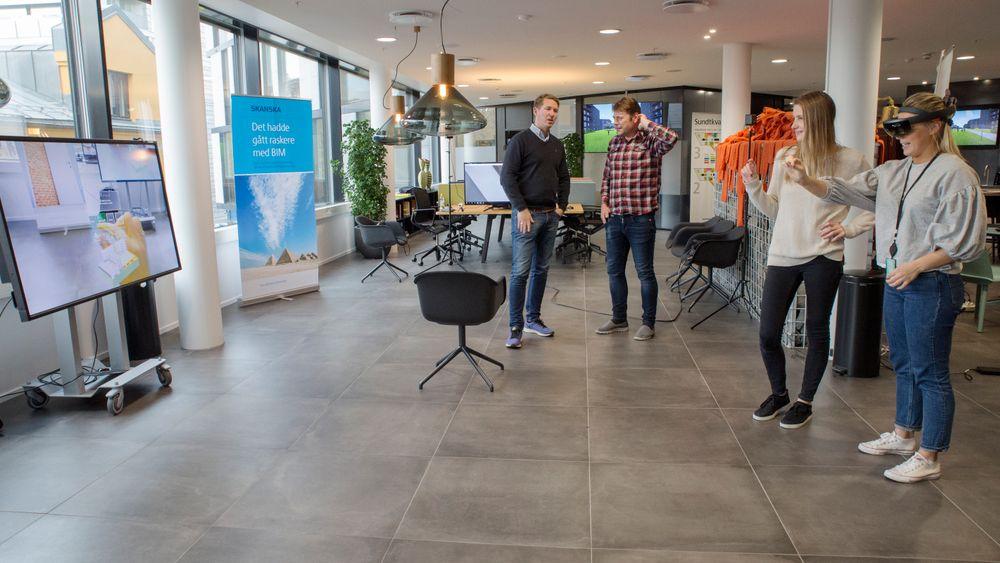 Idunn Andreassen Ervesvåg, prosjektingeniør i Skanska Bygg, tester Hololens briller og augmented reality.