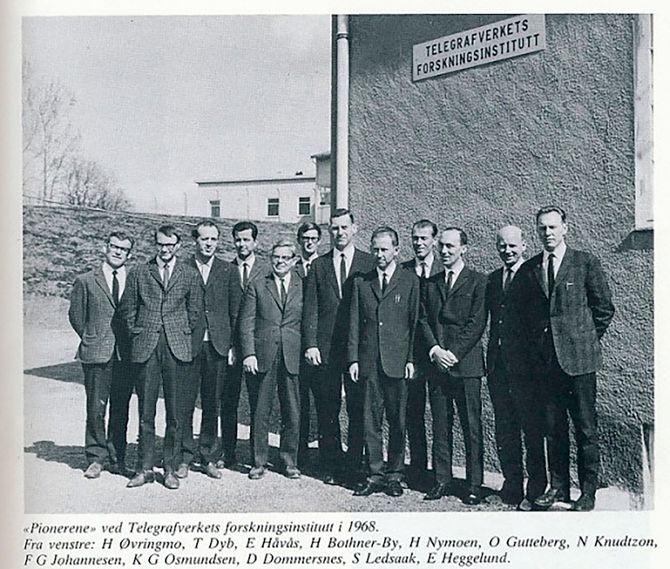 Starten: Telegrafverkets forskningsinstitutt startet opp i 1966. Etter en stund var de 11 forskere og en myndig sjef, dr. Nic Knudtzon. Den høye karen i midten.