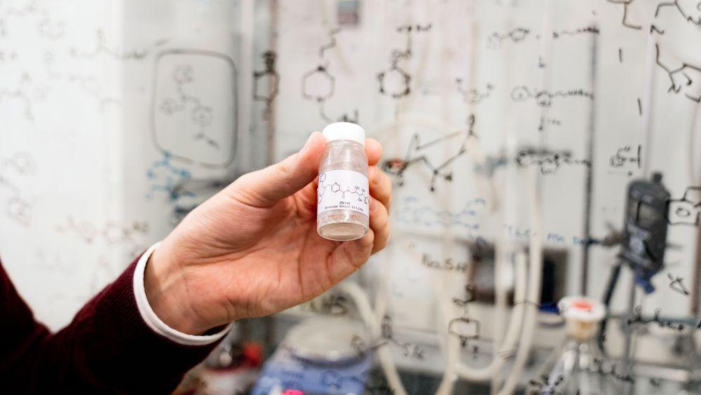 Dette stoffet kan fjerne resistens-mekanismen i multiresistente og såkalt gramnegative bakterier og gjøre at vanlig antibiotika begynner å virke igjen. Stoffet er ikke giftig.