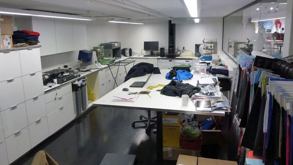 Her inne blir alle produktene nøye testet før de slippes utendørs for ytterligere testing.