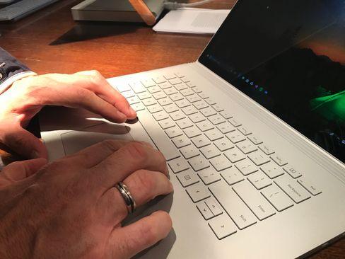 Tastaturet og pekeplata skal være uendret fra sist, uten at det er spesielt negativt.