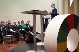 Olje- og energiminister Terje Søviknes (Frp) forteller om regjeringens strategi for havvind på Zerokonferansen 2017.