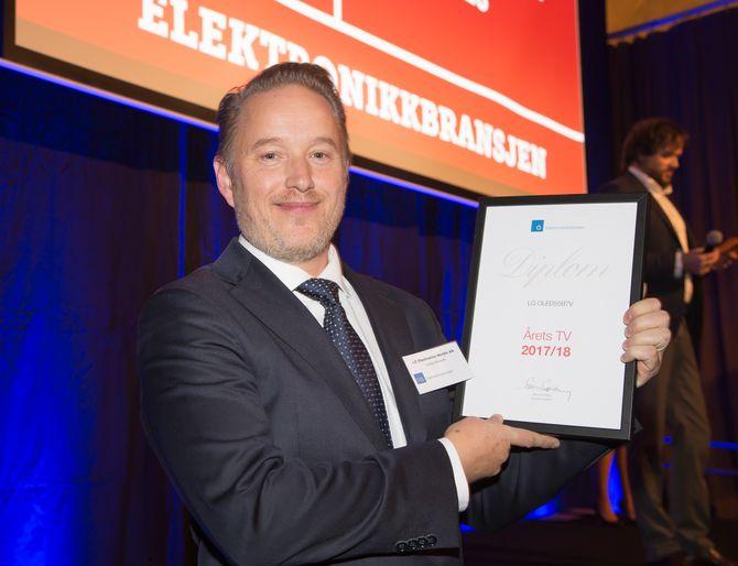 LG OLED55B7V er «Årets TV 2017/2018». Prismottaker var Jonas Markén (LG Electronics). Foto: Tore Skaar.