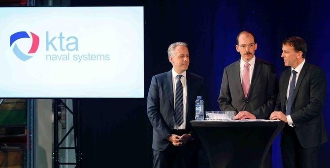 Direktørene Jens Bodo Koch i Atlas Elektronik (f.v), Rolf Wirtz i thyssenkrupp Marine Systems og Eirik Lie i Kongsberg Defence & Aerospace da deres nye fellesselskap formelt ble etablert sist tirsdag.
