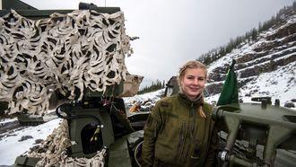Matilde Madshus fører CV90 stormpanservogn.