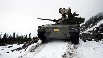 CV90 Stormpanservogn kan fungere som en sensor for bombekastervognen ved å måle fiendens posisjon og sende dataen digitalt videre til bombekasteren.