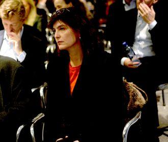 Kjersti Løken Stavrum mener journalister bør ha tilgang til rettsavgjørelser gjennom en gratis og offentlig finansiert base.
