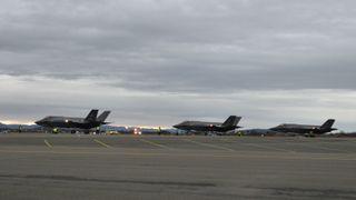 Tre F-35-fly på plass i Norge: – Dette er et stolt øyeblikk