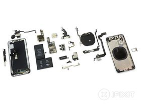 iPhone X ferdig demontert.