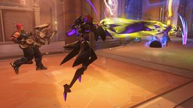Moira kan både hjelpe lagkamerater og knerte motspillere med sitt Ultimate-angrep.