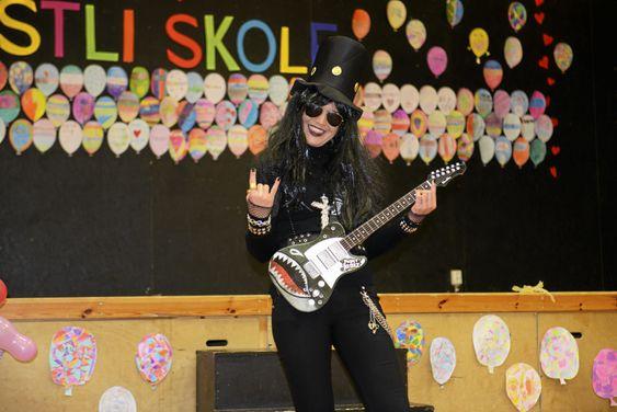 ROCKNROLL: Siri Soleim inntok rollen som Guns n Roses-gitaristen, Slash.
