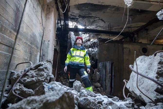 Arkeolog ved Telemark fylkeskommune Sindre Arnkværn i den nylig avdekkede tungtvannskjelleren på Vemork.