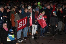 7-800 mennesker hadde møtt opp på rådhusplassen i Molde for å protestere mot Statens vegvesens forslag til E39-løsning øst for bysentrum.
