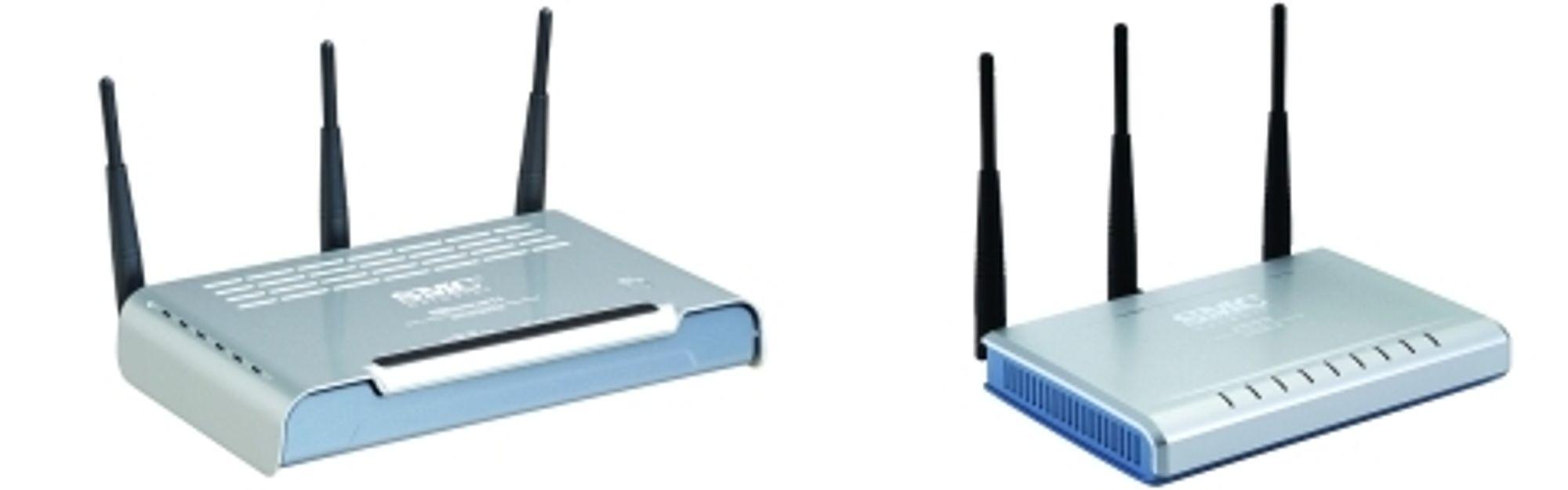 SMC7904WBRA-N ADSL2+ modemruter (t.v.) og SMCWBR14-N bredbåndsruter
