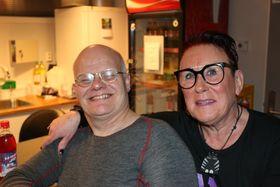 LANG FARTSTID I KLUBBEN: Liv Eldegard har arbeidd med tysdagsklubben sidan 1990. Også Arne Lamheller, til venstre, har gått i klubben fast sidan byrjinga. Han arbeider til dagleg i HMR Hydeq AS, og hjelper alltid til med å rydda opp klokka halv åtte når alle skal heim.