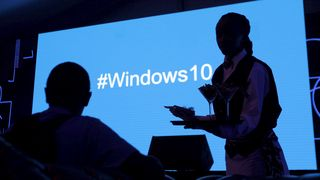 Windows 10-emneknagg på en skjerm i Nairobi, Kenya.