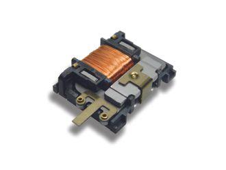Mekanisk energihøsting: Et lite trykk på en tilsynelatende vanlig lysbryter er nok til å generere kraft for å sende et signal om tilstand. F. eks til å skru på lys eller til å rapportere tilstanden til en sensor, slik som om et vindu er åpent eller lukket.
