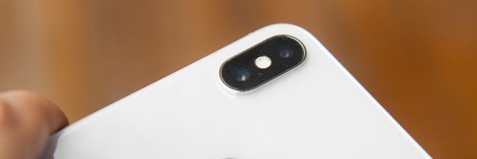 En nyhet i Iphone X er at begge de to hovedkameraene nå har optisk bildestabilisator, og at blenderåpningen på vidvinkelkameraet nå er større enn i Iphone 8.