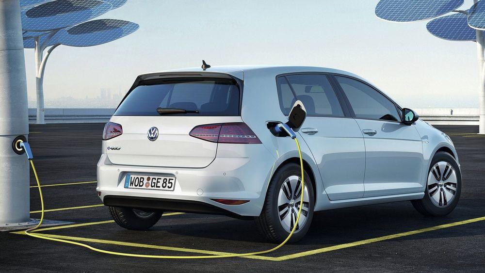 EU dropper krav om elbilproduksjon: - En gave til bilprodusentene