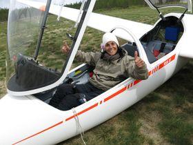 SEILFLYGER: Mariann Brattland drev tidligere med paragliding. Nå er hun en habil seilflyger. I sommer kunne hun notere sin første akrosolo.