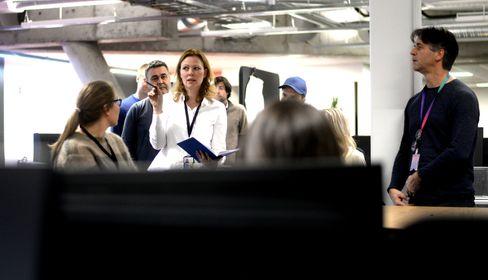 Redaksjonssjef Silje Hovland evaluerer kveldens speilsending.
