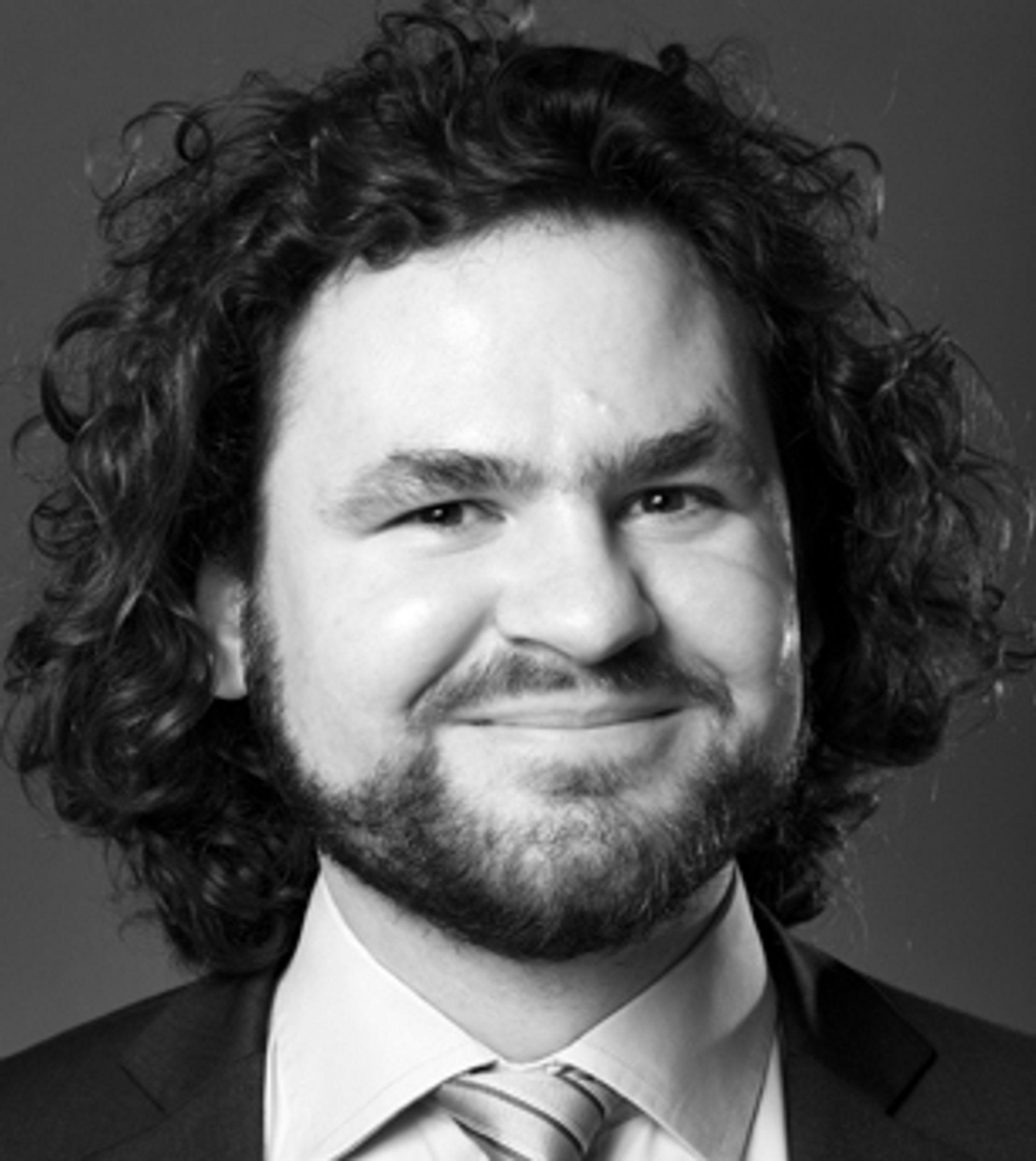 Kirill Miazine jobber som IT-advokat i Føyen Torkildsen. På fritiden er han 1337 og skriver blant annet kalkulatorer i LISP.