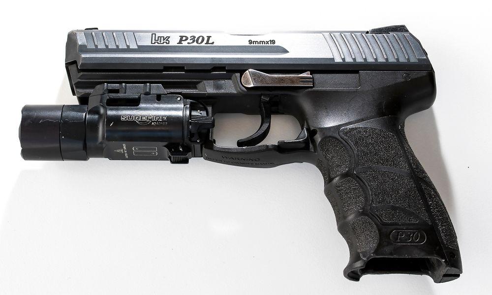 Bør politiet få bære tjenestevåpenet HK P30L permanent på hofta? Nei, mener Bevæpningsutvalget. Men utvalget møter motstand.