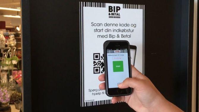 En helautomatisk handlerunde i Sengeløse starter med at du registrerer deg i butikkdøren med telefonen.