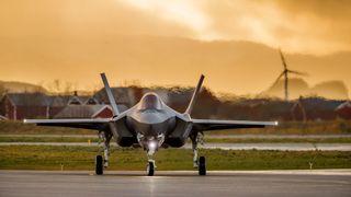 BT: Kampflyregningen har steget med 16 milliarder kroner