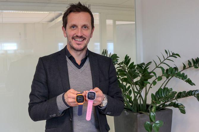 Svært mange foresatte har skaffet Xploraklokken sidendirektør i Pepcall, Svenn Jarle Simonsen, var med å lansere den i Norge. Nå kommer de med en ny og forbedret modell.