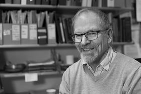 SKEPTISK:Professor Nils Aarsæther meiner kommunereforma kan gjere periferien meir perifer.