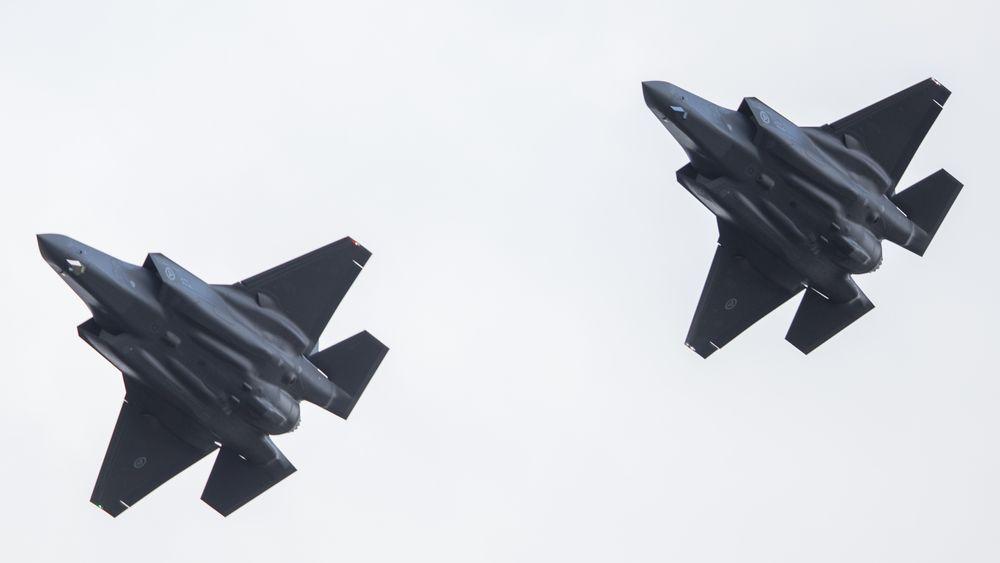 Vittige ingeniørtunger på Kongsberg har til Teknisk Ukeblad tidligere sagt på spøk at «JSM ikke er et missildesign, men avtrykket av den ene halvdelen av bomberommet på en F-35». Her er to av de norske F-35A-flyene over Ørland.
