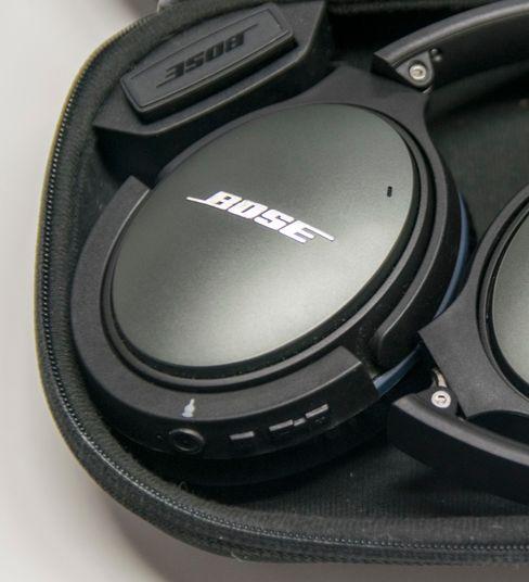 AirMod-adapterne er så kompakte at de fint kan stå på hodetelefonene når de legges tilbake i etuiet som hører til.