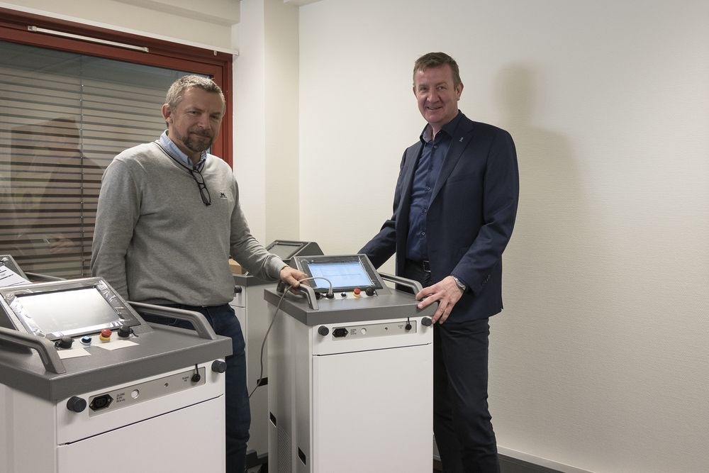 Samarbeid: De nye desinfeksjonsmaskinene produseres av Tronerud Engineering på Hønefoss. prosjektavdelingen. Erik Hjertaas (t.v.) er prosjektleder hos produsenten og det samarbeidet er Bjørn Platou i Decon-X svært fornøyd med: