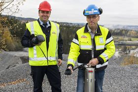 Ole-Ivar Bjørkamo, forretningsutvikler brann og redning i Securitas, sammen med Ole Viken, HMS-leder på Feiring bruk.