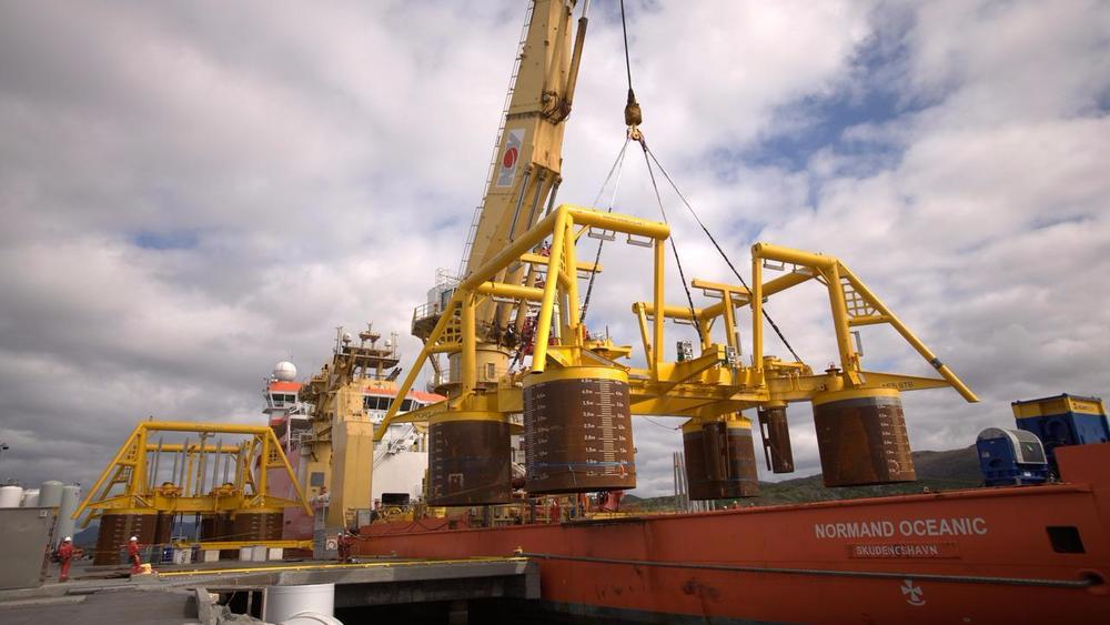 Nå er Maria-feltet klart for produksjonsstart, hele ti måneder før planen. Maria er bygget ut med to havbunnsrammer, og er knyttet opp til hele fire vertsinnretninger.