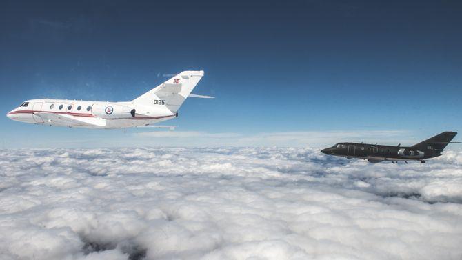 To DA-20 i formasjonsflyging fra Gardermoen.