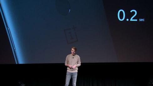 OnePlus 5T har fingerleser på baksiden, og en ansiktslås via frontkameraet. Sistnevnte er ikke god nok til å gi full sikkerhet, så den kan åpne låseskjermen, men ikke ta seg av betalinger og annen sensitiv informasjon.