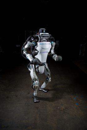 Slik ser dagens Atlas ut i fullfigur. Roboten har gjennomgått mange oppgraderinger gjennom årene.