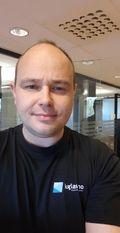 TRIST: Daglig leder i Kolbotn Glass-Service synes det er trist at noen har stjålet en henger.