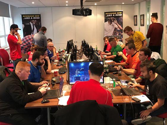 Deltakerne i aksjon under turneringen.