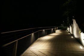 Stavanger kommune får DOGA-merket 2017 for Håhammaren bro og turvei. Her «by night».